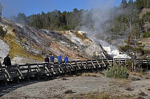 Mammoth Hot Springs — Bild 1